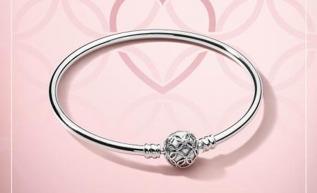 Spend 500 and receive the Limited Edition Pattern of Love bangle Offer at Pandora, May 2018