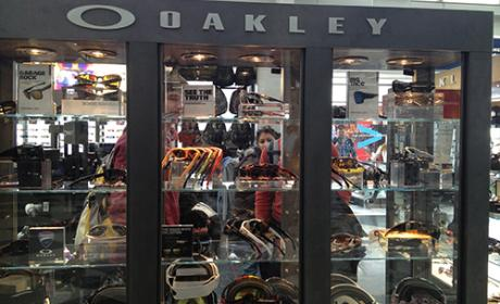 25% - 75% Sale at Oakley, February 2016